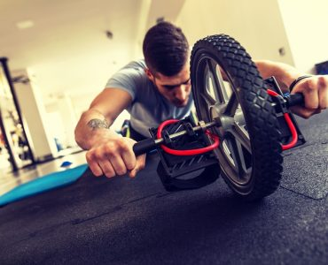 Een ab roller is ideaal voor buikspieroefeningen